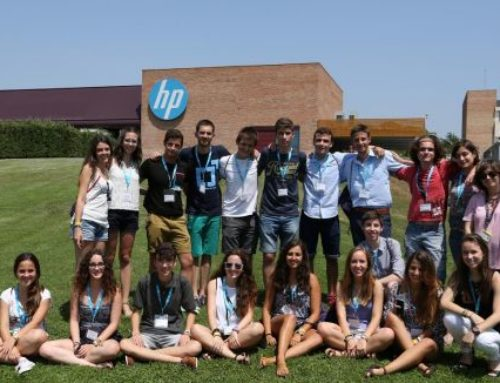 Visita dels millors alumnes de la selectivitat a la seu d'HP a Sant Cugat