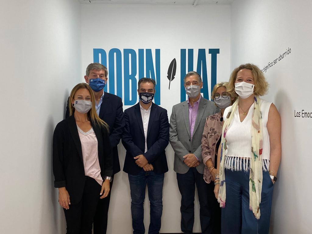 Sant Cugat Empresarial realitza una visita institucional a l'empresa Robin Hat