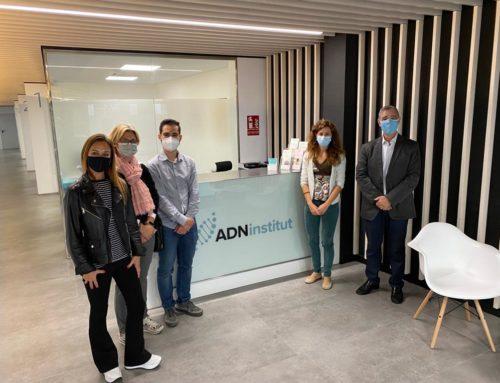 Sant Cugat Empresarial realitza una visita institucional a l'empresa ADN Institut